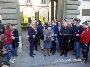 Il prefetto di Lucca Giovanna Cagliostro taglia il nastro con le autorità cittadine e gli organizzatori