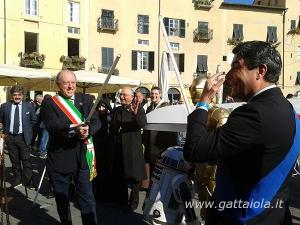 Scaramuccia per gioco tra il sindaco di Lucca Alessandro Tambellini e il presidente della Provincia di Lucca Stefano Baccelli