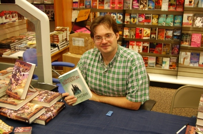Brandon_Sanderson_with_a_German_copy_of_Elantris
