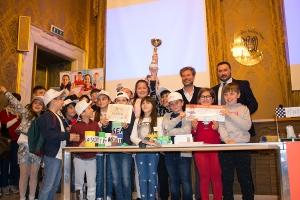 """Gli inventori di """"Riciclo 3000"""" con la Giuria: Anna Benedetto, Mario Pardini, Davide Trane"""